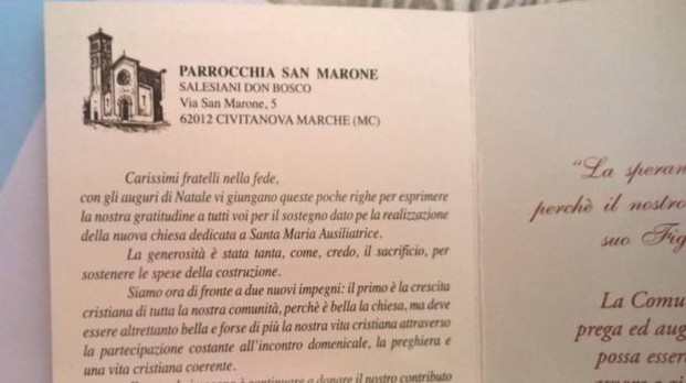 Una foto del biglietto arrivato ai parrocchiani: oltre agli auguri, il riferimento al mutuo