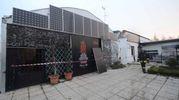 A Bagnolo i vigili del fuoco hanno lavorato fino al pomeriggio per mettere in sicurezza i due capannoni in via Arioste (Foto Donzelli)