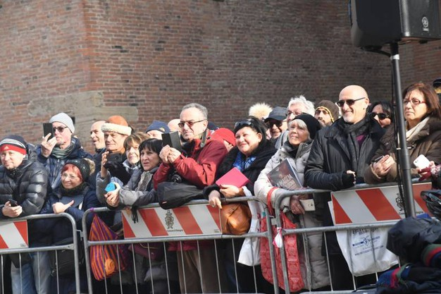 Gente in piazza (FotoSchicchi)