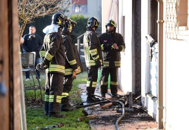 I pompieri nella villetta  (Foto Businesspress)