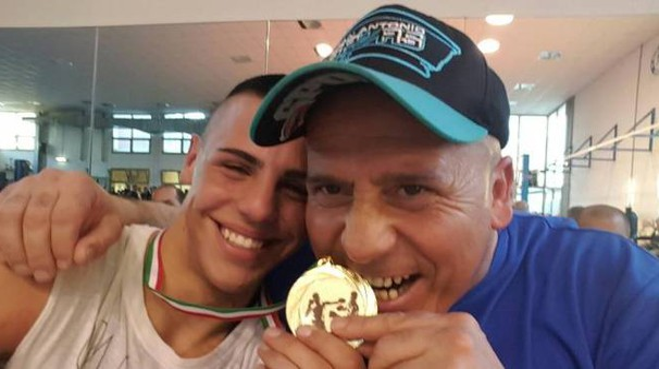 Il pugile Leonardo Balli con il maestro Ivano Biagi
