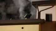 Il rogo sarebbe partito da una scintilla della canna fumaria  (Foto Ravaglia)