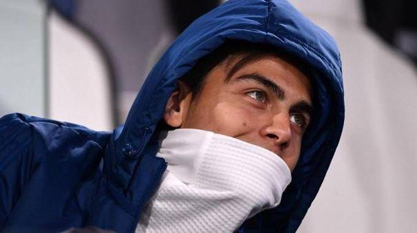 Paulo Dybala in panchina con la Roma