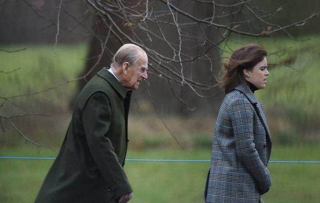 Il principe Filippo e la principessa Eugenie (Lapresse)