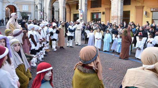 Una scena della rappresentazione meldolese, il cui comitato organizzatore è presieduto dal parroco don Mauro Petrini