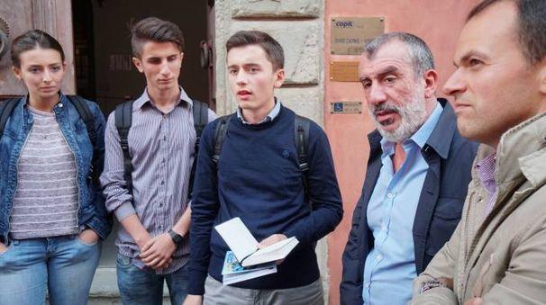 Studenti insieme al presidente Copit, Antonio Di Zanni, e al consigliere regionale Marco Niccolai (foto d'archivio)