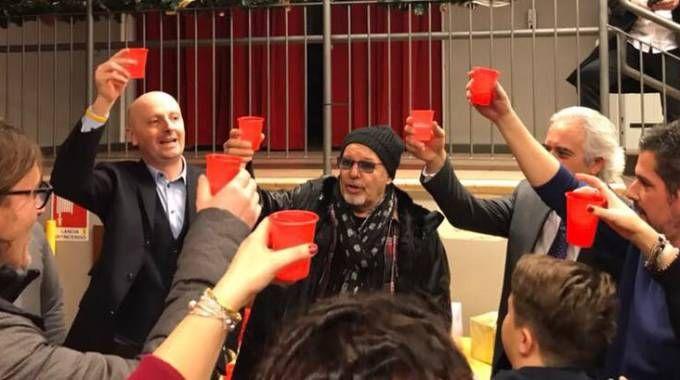 Vasco Rossi, brindisi di Natale alla scuola intitolata a Massimo Riva