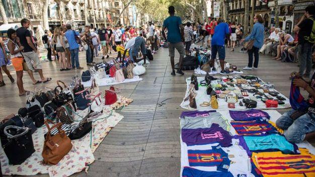 I vu' cumprà spariti sulla Rambla prima dell'attentato a Barcellona