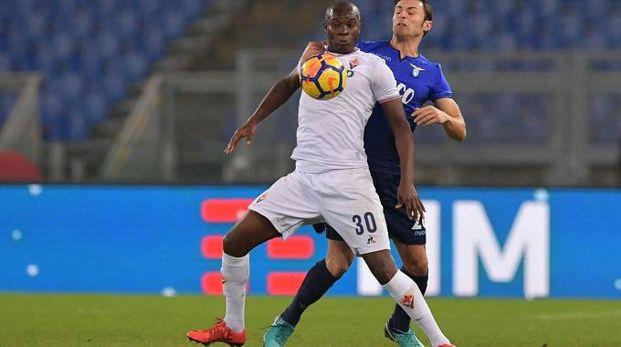 Babacar in azione contro Radu durante la sfida di Coppa Italia Lazio-Fiorentina