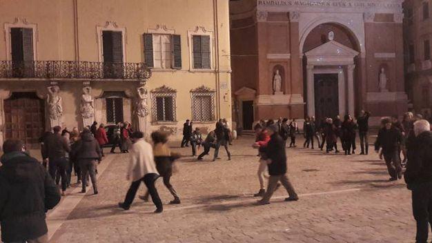 Musica e balli popolari in piazza il 26 dicembre sono divenuti tradizione (Foto Ferreri)