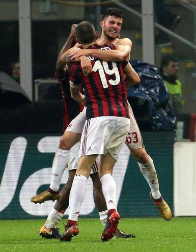 Cutrone del Milan esulta per il gol 1-0 (Ansa)