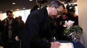 Camera ardente di Gualtiero  Marchesi al Teatro Dal Verme: il sindaco Giuseppe Sala firma il libro delle condoglianze (foto Ansa)