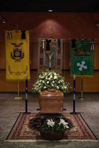Camera ardente di Gualtiero  Marchesi al Teatro Dal Verme (foto Lapresse)