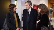 Camera ardente di Gualtiero  Marchesi al Teatro Dal Verme: l'assessore Cristina Tajani, la figlia Simona e il genero Enrico (foto Lapresse)