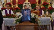 Un momento della crimonia funebre (foto Fantini e Frasca)
