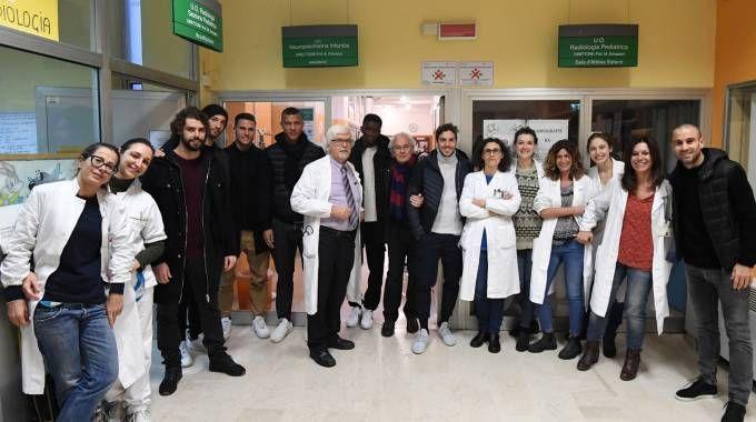 I giocatori del Bologna in visita al Gozzadini