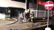 L'incendio di Porcari: si cerca di salvare la merce
