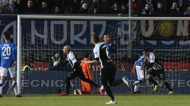 Il gol decisivo dell'Ascoli (foto LaPresse)