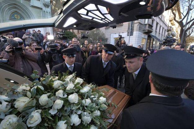 Folla e commozione ai funerali di Gualtiero Marchesi (foto Newpress)