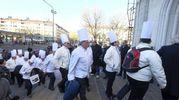 Chef con cappello bianco ai funerali di Gualtiero Marchesi (foto Newpress)