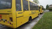 I bus dei vandali contro la scuola