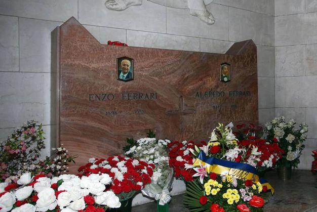 Volevano rubare la salma del Drake dal cimitero di San Cataldo