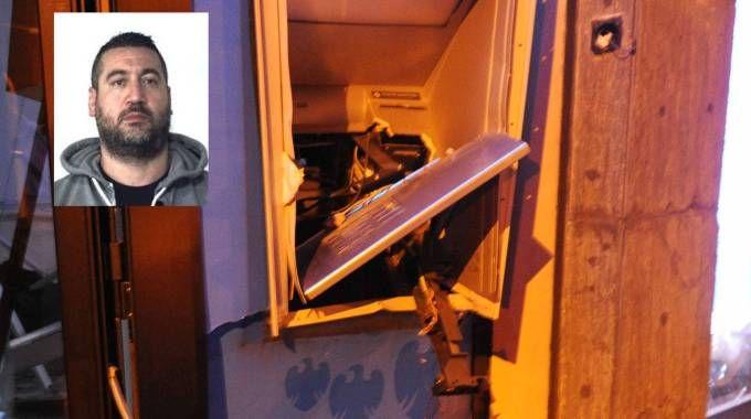 Un bancomat esploso, nel riquadro Andrea Semilia