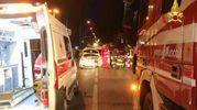 I soccorsi del 43enne alla guida dell'auto finita contro un palo