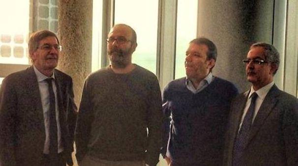 ORGOGLIO Al centro, da sinistra: Marcello Madella, vicepresidente della Coop e il presidente Roberto Galbiati