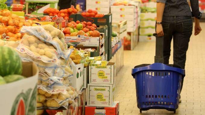 Un supermercato in una foto d'archivio (Imagoeconomia)