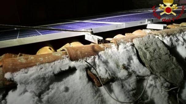 Pannelli fotovoltaici rischiano di cadere sulla strada