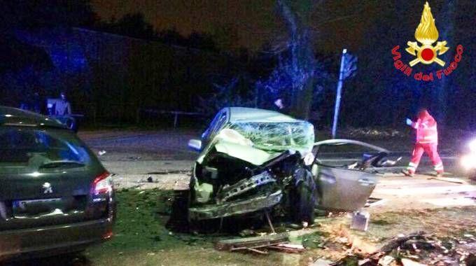 Incidente tra due auto a Busto Arsizio, morta una ragazza di 25 anni