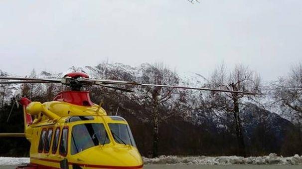 L'eliambulanza e l'elicottero della Guardia di finanza
