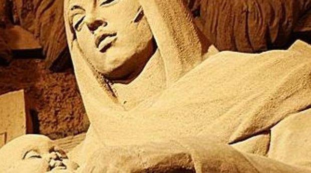 La statua di sabbia della Beata Vergine (particolare) al Presepe di Sabbia