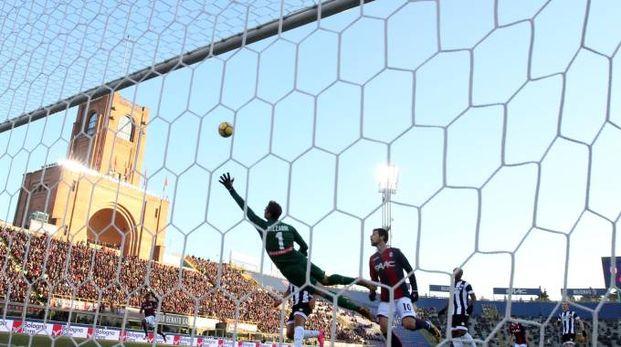 Bologna- Udinese, l'autogol di Danilo (Foto Ansa)