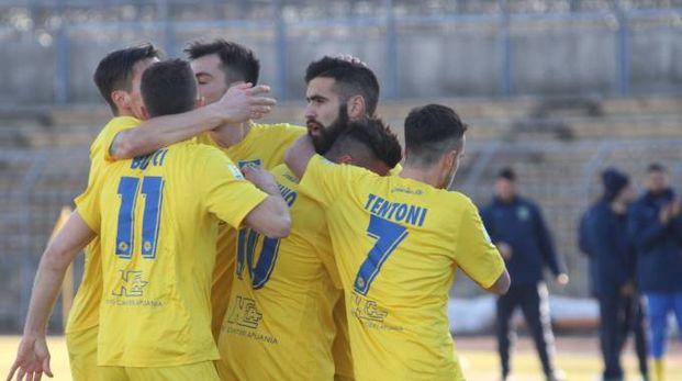 Carrarese, l'esultanza dopo il gol di Vassallo contro il Pro Piacenza (Foto Rastelli)