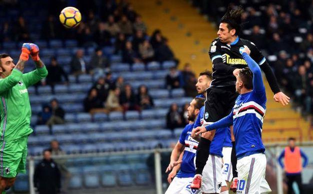 Viviano respinge con i pugni un tiro di Floccari (foto Businesspress)