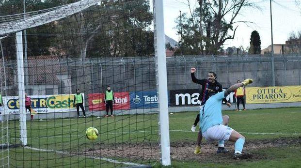 Olbia-Gavorrano 4-3, il gol di Conti (LaPresse)