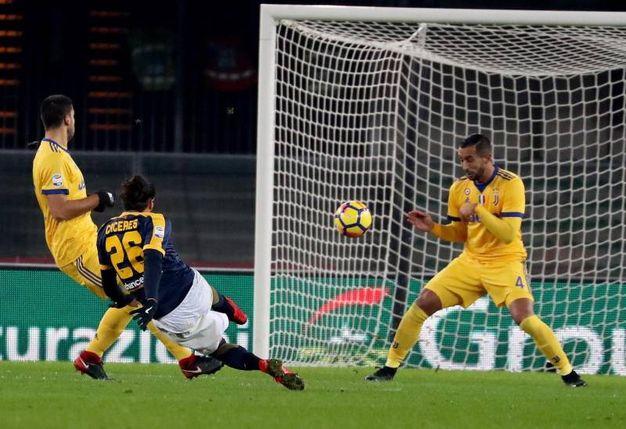Verona-Juve 1-1, Caceres (Foto Ansa)