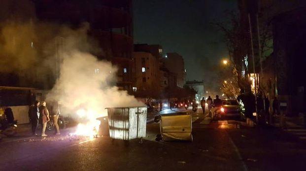 Iran, proteste contro il governo (LaPresse)