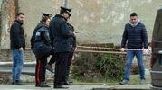 Uomo trovato morto dentro un'auto, indagini in corso