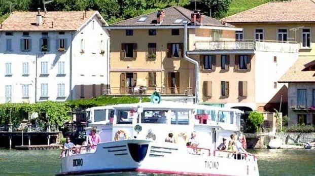 TRAGUARDO Il battello sul lago Ceresio: navigazione garantita  ai pendolari anche nel 2018. E, nel riquadro, il sindaco Jenny Santi