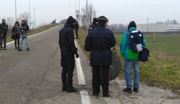 I carabinieri bloccano gli accessi all'area del rave party