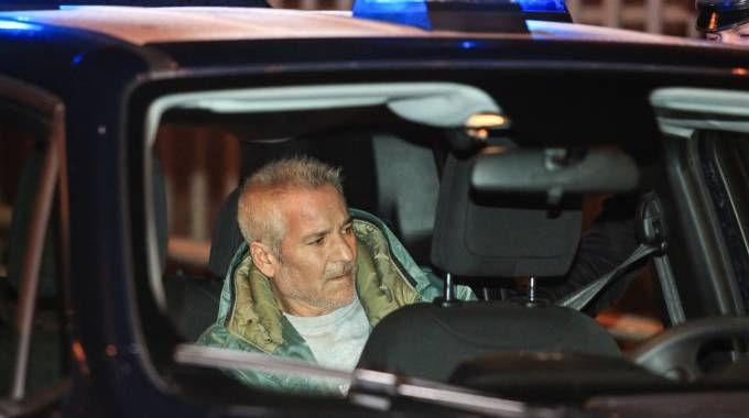 Rosario Giangrasso nell'auto dei carabinieri (foto Germogli)