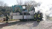 Il camion bruciato per un guasto tecnico (foto Zeppilli)