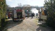 Il mezzo dei vigili del fuoco sul posto (foto Zeppilli)