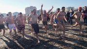 La corsa verso le acque gelide (foto Zeppilli)
