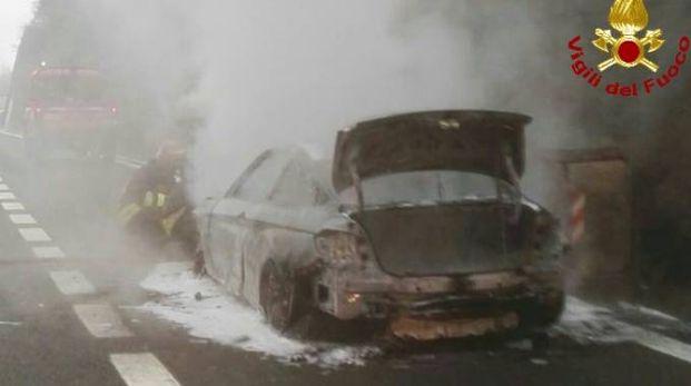 L'incendio e l'intervento dei vigili del fuoco