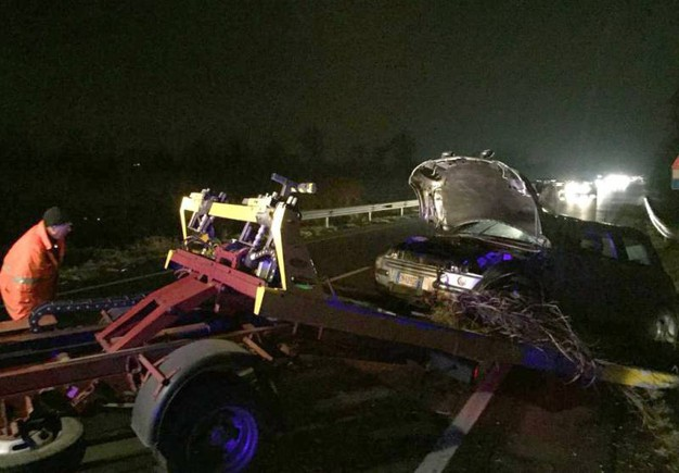 Incidente a Cusago, l'auto semidistrutta