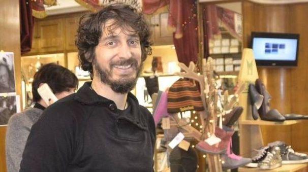 Duccio Mantellassi nel negozio di via Garibaldi (foto Attalmi)